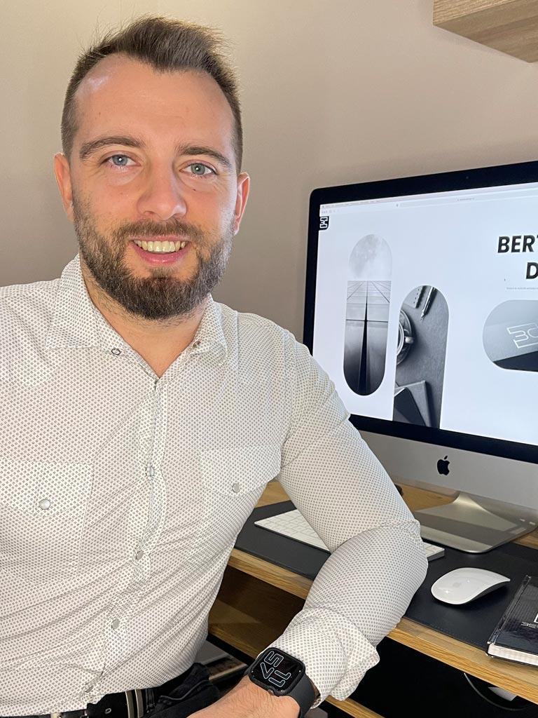 Szabadúszó web designer és arculattervező